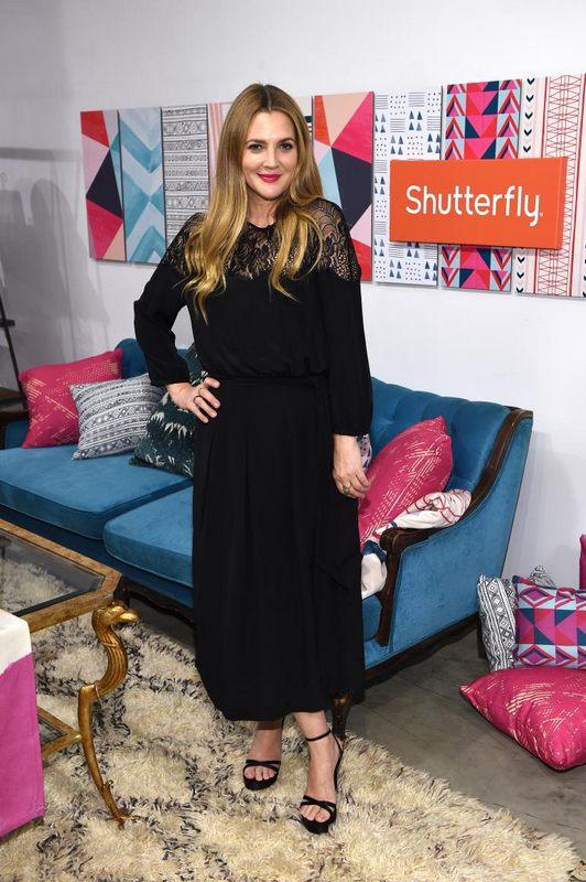 Drew Barrymore surprinde cu o spectaculoasă schimbare de imagine