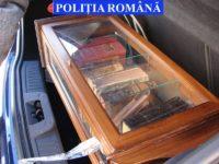 Cărţi cu valoare de patrimoniu, din secolele 17-19, descoperite de poliţişti la un vânzător ambulant din Suceava