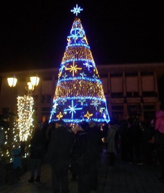 Instalaţiile din bradul de Crăciun vor fi aprinse de Ziua Bucovinei