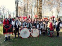 Nouă grupuri folclorice din judeţ participă la festivaluri de datini şi obiceiuri din ţară