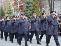 Mii de suceveni au urmărit parada militară