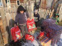 Preşcolari, părinţi şi cadre didactice au făcut colectă şi au oferit cadouri unor copii nevoiaşi