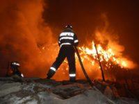 O nouă victimă într-un incendiu de locuinţă