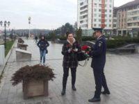Poliţiştii, printre doamne, cu flori, surâsuri şi sfaturi bune
