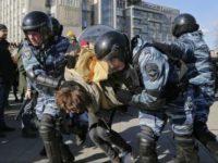 Peste 700 de persoane arestate în timpul manifestaţiei anticorupţie de la Moscova