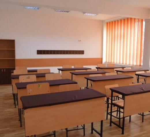 Cursuri suspendate la o şcoală din Suceava, unde un elev a fost diagnosticat cu meningită