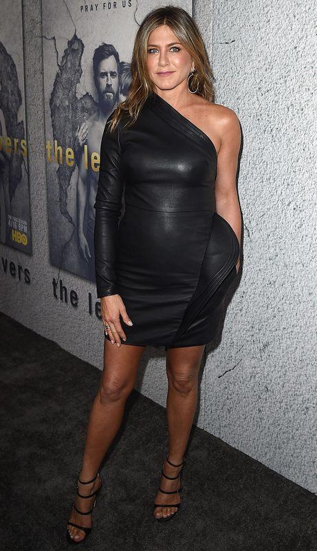 Rochia neagră a lui Jennifer Aniston la care visează toate femeile