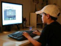 Elevii suceveni se confruntă pe internet cu mesaje jignitoare şi de ameninţare