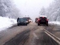 Circulaţia rutieră în judeţul Suceava se desfăşoară în condiţii de iarnă