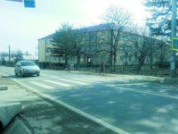 """Pentru """"calmarea"""" vitezei în zona şcolii din Dumbrăveni, Primăria a cerut un semafor"""