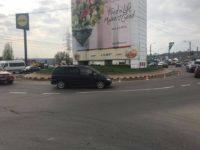 Sensul giratoriu de la Bazar, micşorat şi asfaltat