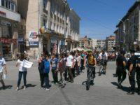 Peste 1.200 de elevi suceveni au participat la marşul împotriva violenţei şi drogurilor