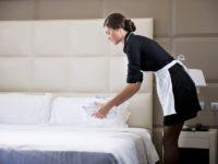 Hotelierii suceveni nu au recepţioneri şi cameriste