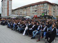 """Peste 1.500 de studenţi şi profesori au participat la """"Marşul absolvenţilor USV"""""""