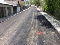 Cinci contestaţii şi peste un an de întârziere, la licitaţia pentru modernizarea a două străzi de pământ