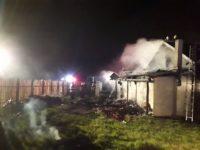 Incendiu violent, în miez de noapte, la o cabană din Mitocu Dragomirnei