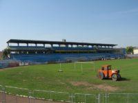 """Pustiu în vestiare şi în birouri la stadionul """"Areni"""", dar iarba continuă să crească"""
