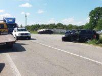 Prahoveancă accidentată după o depăşire interzisă