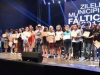 Premii în valoare de aproape 80.000 lei pentru elevii şi sportivii fălticeneni