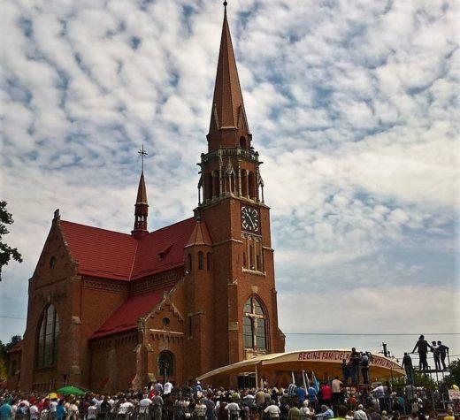 Pelerini din ţară şi străinătate sunt aşteptaţi la Sanctuarul marian naţional de la Cacica în zilele de 14 şi 15 august