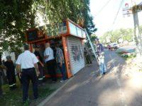 Primăria Suceava a ridicat chioşcul oamenilor străzii din faţa sediului Poliţiei