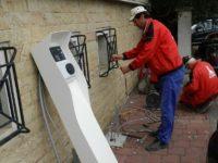 Douăsprezece firme au concurat pentru şapte staţii de încărcare a acumulatorilor pentru vehicule electrice