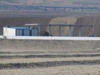 Aproape 400.000 de tone de deşeuri aşteaptă să fie relocate la depozitul de deşeuri Moara