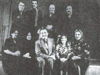 """Interpretii piesei """"Fani, dragostea mea"""" de Dan Tarchila si regizorul Ilarie Curechianu. În dreapta, rândul al doileaFraţii Traian şi Mircea Porcuţan."""