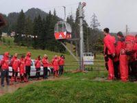 Patru salvatori montani de la Serviciul Salvamont Vatra Dornei, în stagiu de pregătire în Munţii Bucegi