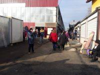 Comercianţi din Bazarul Suceava folosesc suprafeţe şi de trei ori mai mari decât cele înscrise în contractele de închiriere