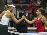 Simona Halep a învins-o în premieră pe Maria Şarapova şi s-a calificat în sferturi la Beijing