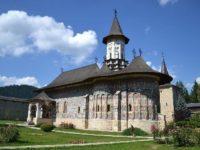 Restaurarea picturii interioare a Bisericii Învierea Domnului a Mănăstirii Suceviţa a fost finalizată