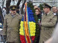 Jerbe de flori depuse la Monumentul Unirii, de Ziua Bucovinei