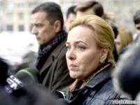 Ministrul Carmen Dan anunţă o anchetă pentru a afla de ce poliţistul rănit la Rădăuţi nu a purtat casca în misiune