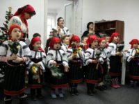 """Colinde şi obiceiuri de iarnă cu gâgâlicile de la Grădiniţa """"Sf. Ioan cel Nou"""" Suceava"""