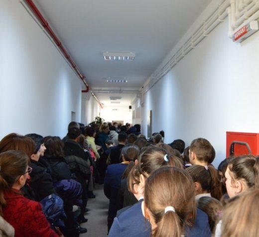 Elevii şi preşcolarii suceveni au revenit ieri la cursuri