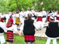 Ansamblul Folcloric Călineştenii Ţării Maramureşului