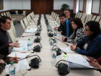 Nevoile tinerilor, prezentate în prima şedinţă a Consiliului Consultativ pe Probleme de Tineret
