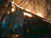 O familie din Grăniceşti a rămas fără casă în urma unui incendiu