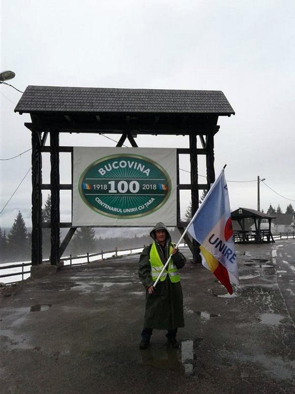 Bistriţeanul Antal Francisc parcurge pe jos judeţul Suceava, în drum spre Chişinău