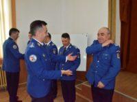 Patru ofiţeri şi doi subofiţeri, înaintaţi în grad înainte de termen