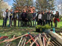 """Gardienii forestieri au plantat 200 de """"puieţi centenari"""""""