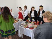"""Elevii fălticeneni din clasele de turism şi alimentaţie publică au participat la concursul """"Găteşti cu spor, câştigi uşor !"""""""