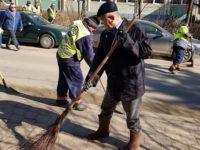 Primarul Ion Lungu iese cu măturoiul pe străzi
