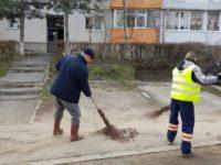 Primarul Ion Lungu a ieşit şi în acest an cu mătura la curăţenia oraşului