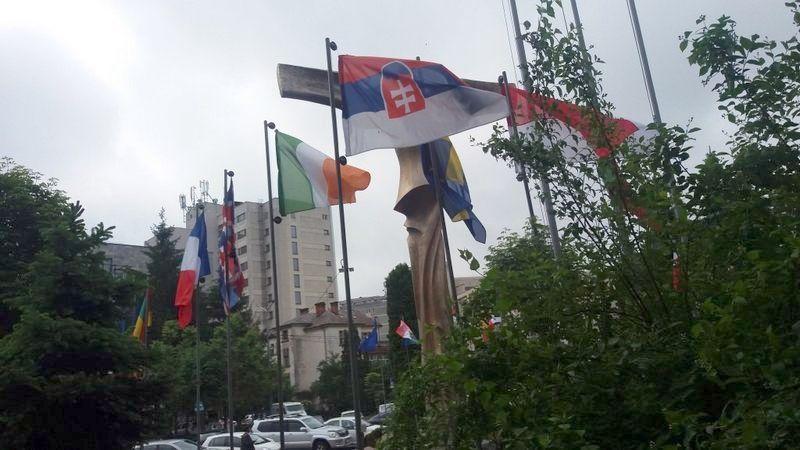 Drapelul naţional al Slovaciei, arborat invers