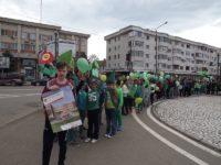 Peste 200 de elevi, într-un marş eco, pe străzile municipiului Fălticeni