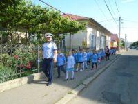 Preşcolari şi poliţişti, împreună în trafic