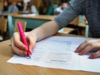 Unsprezece absolvenţi de clasa a VIII-a din judeţul Suceava au obţinut media zece la Evaluarea Naţională