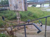 Realizarea acestui pasaj pe sub un pod este un atac la siguranţa cetăţenilor